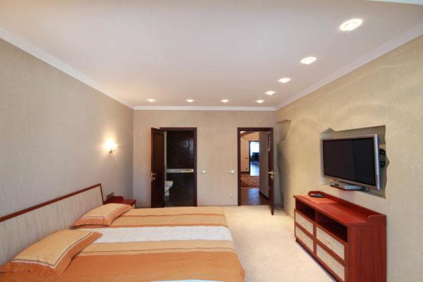 Снять Апартаменты в Ялте +7-978-740-87-75