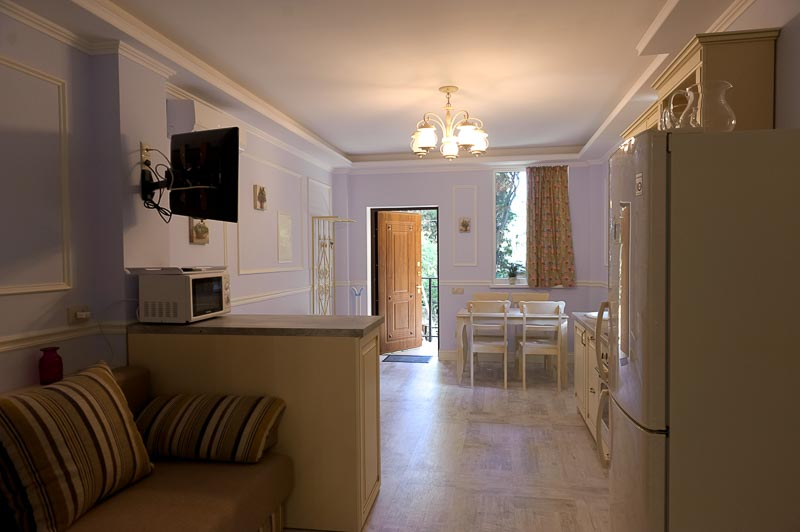 Трехкомнатная квартира в Ялте +7-978-740-87-75