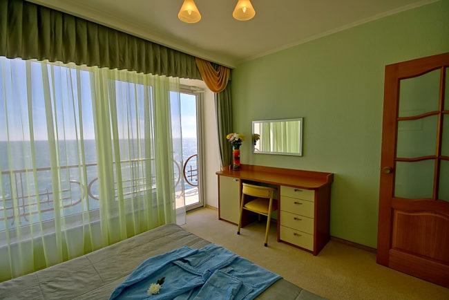 №- 0108 Апартаменты в Ялте 2-комнатные забронировать +7-978-740-87-75