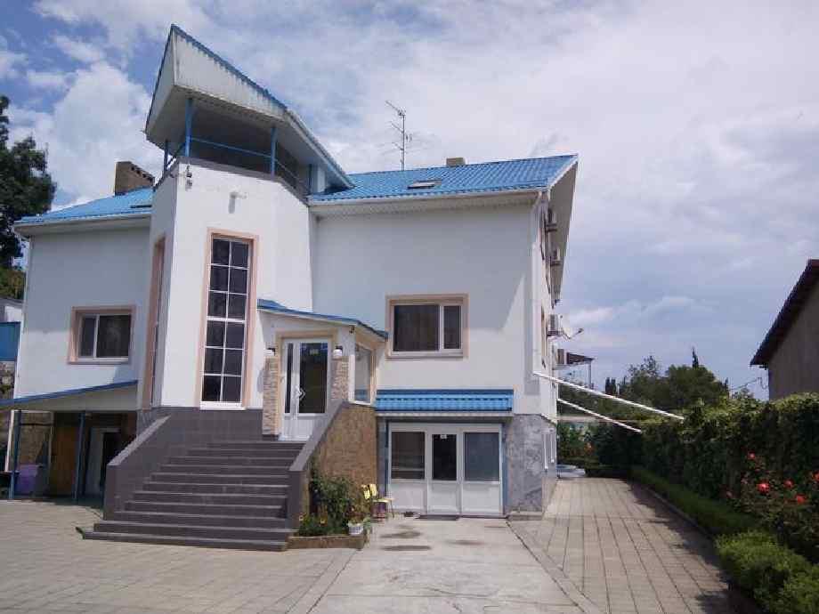 8-978-740-87-75 арендовать посуточно на лето Дом в Крыму п. Никита / 061