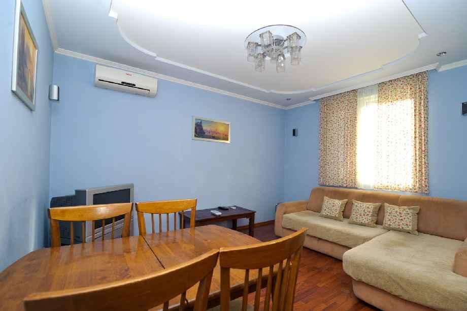 3 комн. квартира в Ялте на Чехова 0134 / 8-978-740-87-75